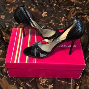 Black strappy sandals bcbg size 7.5